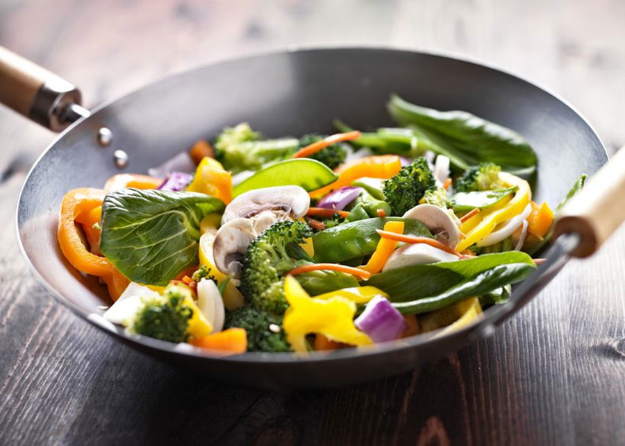 Spicy vegetable stir fry with cashews