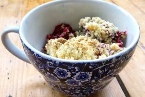 How to make blackberry and apple crumble