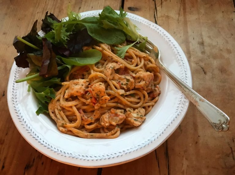 Spaghetti with creamy chilli chicken