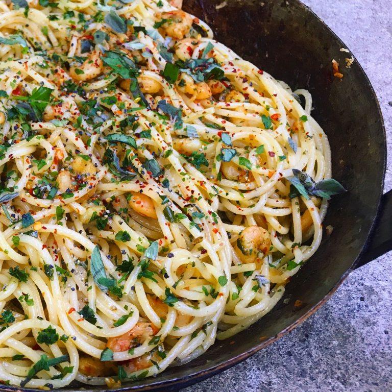 Spaghetti with chilli, prawns and garlic
