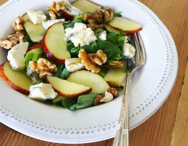 Gorgonzola, apple and walnut salad